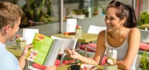 Consulter le menu à l'avance est une excellente façon de bien se préparer à une sortie au restaurant!